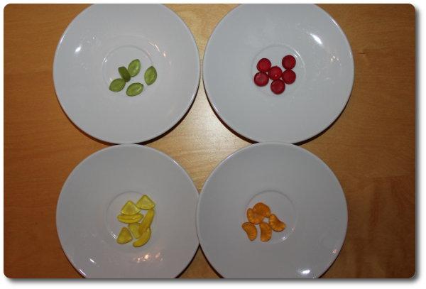 Teller mit vier unterschiedlichen Fruchtgummis